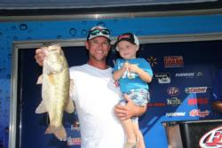 Second-place pro Joe Don Setina gets some stage support from Little Joe.