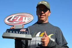 Todd Kline of San Clemente, Calif., shows off his first-place trophy after winning the EverStart Series event on Lake Roosevelt.