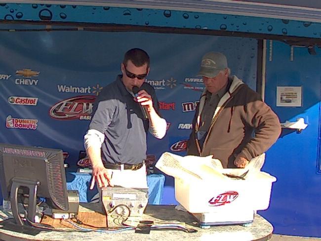 Flw fishing ronald thomas angler profile for Walmart with live fish near me