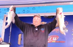Pro Jeff Fitts of Keystone Heights, Fla., brought in 23 pounds, 3 ounces to take the runner-up spot on day one.