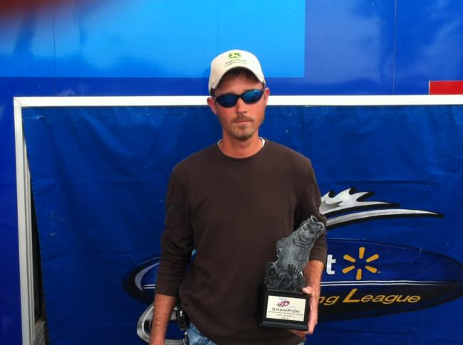Flw fishing walmart bass fishing league 2013 clark hill for How much are fishing license at walmart