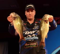 Kentucky pro Shawn Murphy caught a 16-pound, 11-ounce limit Saturday to rise to third place.
