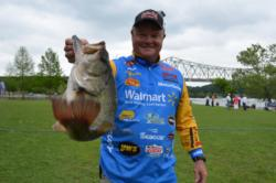Using a total catch of 25 pounds, 14 ounces, Walmart team pro Mark Rose of West Memphis, Ark., recorded a fourth-place finish overall after the first day of competition on Pickwick Lake.