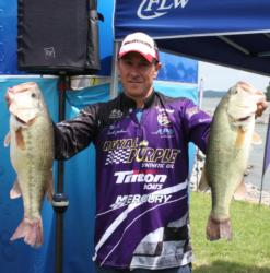 David Gnewikow is only 1 ounce out of the lead after day one on Kentucky Lake.