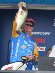 Walmart pro Mark Rose claimed third place with 62-7 over three days.