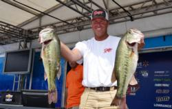 Randy Haynes grabs a 1-ounce lead after day one of the FLW Tour on Lake Chickamauga with a 23-8 sack.