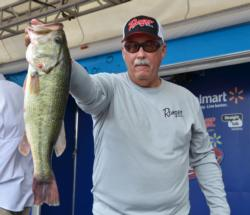 Co-angler Jerry Reagan of Byrdstown, Tenn., takes a slim lead heading to the final day with a two-day total weight of 30 pounds, 1 ounce.