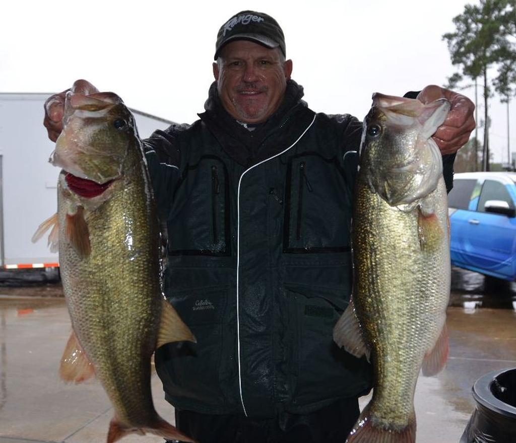 Hanselman out front on tough sam rayburn flw fishing for Fishing sam rayburn