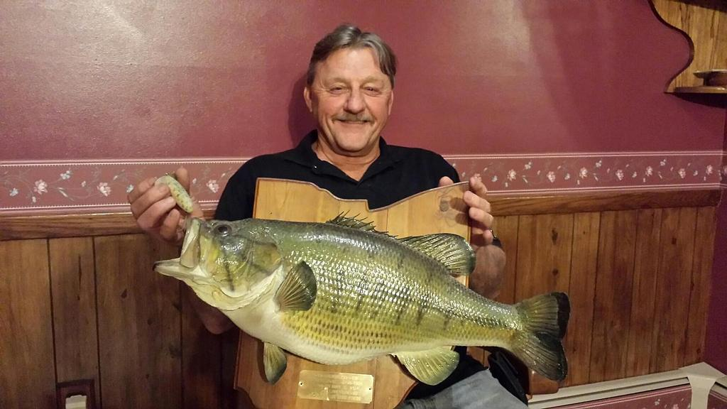 Record breaker the story of roy landsberger s ohio state for Bass fishing in ohio