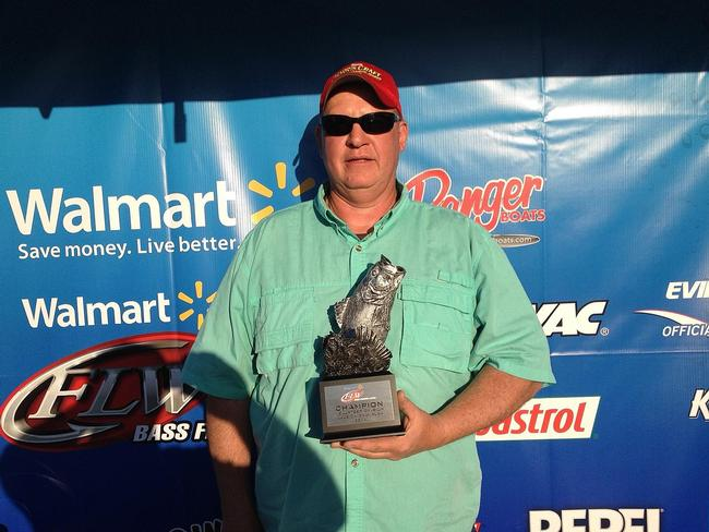 Flw fishing walmart bass fishing league 2014 south for How much are fishing license at walmart