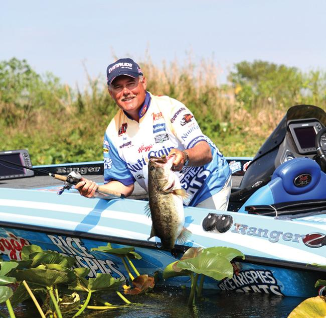 FLW Tour pro Jim Tutt relies on 2-D sonar and the speed of his big boat motor to cover lots of water on new lakes.