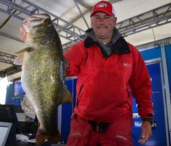 Co-angler Tim Beale found 18-4 on day one to sit tied for the lead.