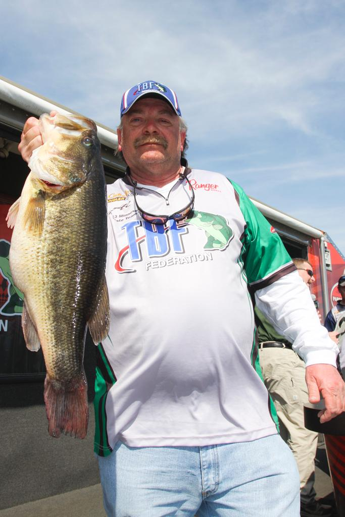Talton grabs day 1 lead flw fishing articles for Tournament fish weighing scales