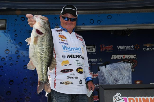 Mark Rose also caught the big bass in the Pro Division weighing in at 7-9.