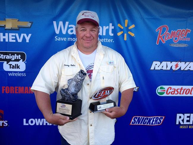 Co-angler Kenny Botts of Bowling Green, Ky., won the May 3 Mountain Division event on Lake Cumberland with four bass weighing 11 pounds, 9 ounces. He walked away with over $2,200 for his efforts.