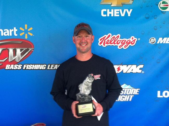 Co-angler Andy Seaton of Germantown Hills, Ill., won the May 17 Great Lakes Division event on the Mississippi River in La Crosse with a limit weighing 13 pounds, 14 ounces. He earned a check worth over $2,400 for his efforts.