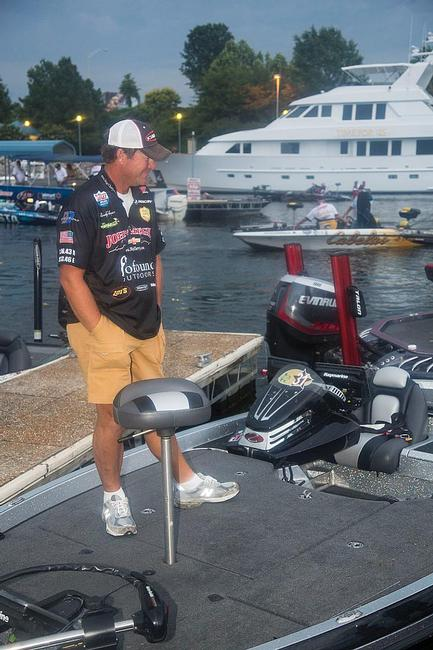 Everyone's favorite in this event is Randy Haynes, the local pro and ledge-fishing expert. Haynes looked calm this morning, if not a little bit nervous.