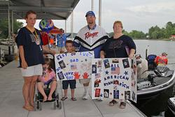 Co-angler Ryan Rich enjoys a dockside visit from his greatest fans: his wife Amy, daughter Lindsey, Son Bryan and mother Tresa.