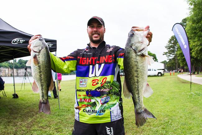 Richard Peek slips to 17th place with a 15-pound, 15-ounce limit on day two.