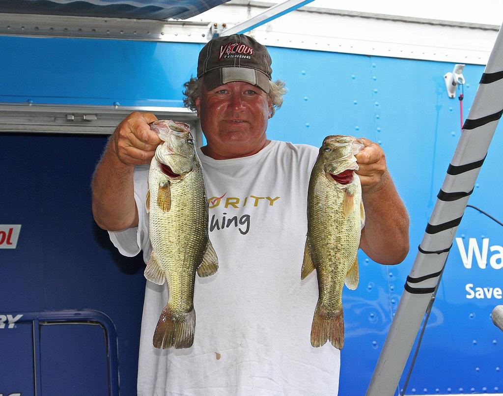 Schmitt surges to james river lead flw fishing articles for Fishing in williamsburg va
