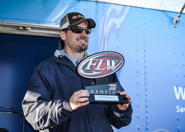 /news/2014-11-01-callaghan-wins-co-angler-title