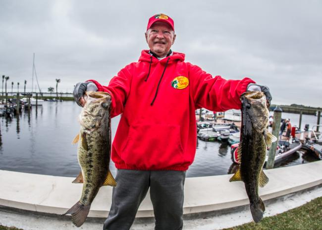 Stacey King hoists his hawgs. He caught a limit on day two, but couldn't keep pace with JT Kenney.