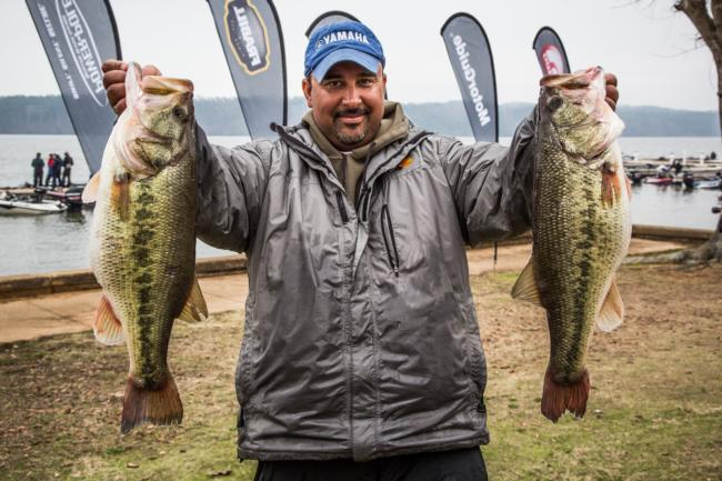 Thomas Rubbo takes the lead on the co-angler side with 31 pounds, 15 ounces.