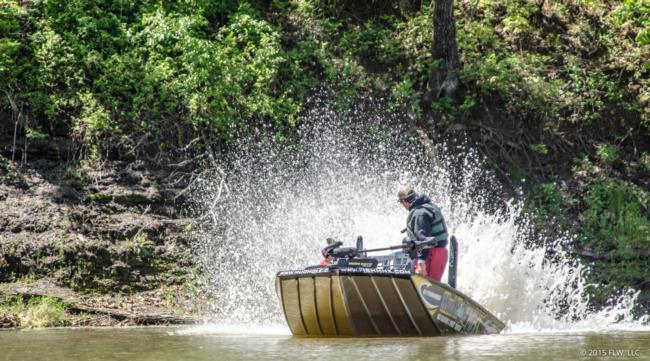 Pro John Cox likes the shallow water; day three of the Walmart FLW Tour on Beaver Lake.