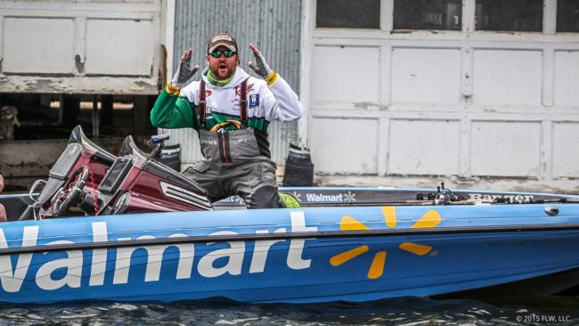 Oh boy, it's a bigun'. Matt Arey is really turning on the heat in the last few hours of the Walmart FLW Tour on Beaver Lake.