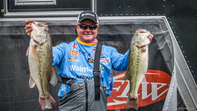 Walmart pro Mark Rose finished day two in fourth place with a 44-11 total.