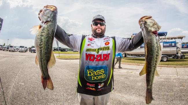 /news/2015-05-14-davis-leads-day-one-of-walmart-flw-tour-on-lake-eufaula-presented-by-quaker-state
