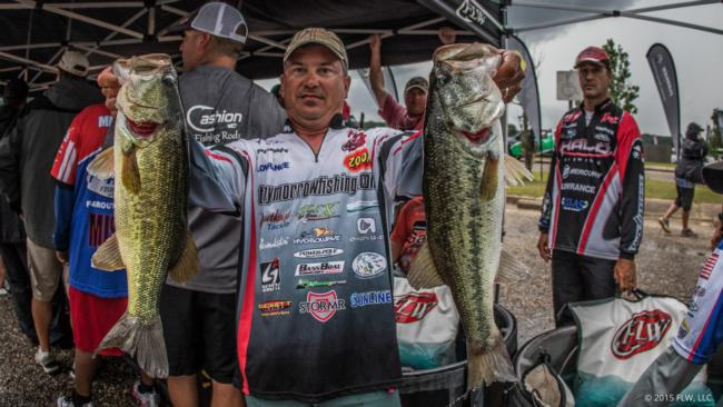 /news/2015-05-15-morrow-takes-lead-at-walmart-flw-tour-on-lake-eufaula-presented-by-quaker-state