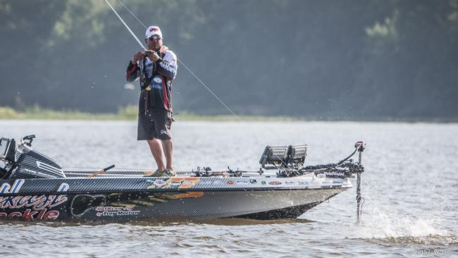 /news/2015-05-16-morrow-retains-lead-at-walmart-flw-tour-on-lake-eufaula-presented-by-quaker-state