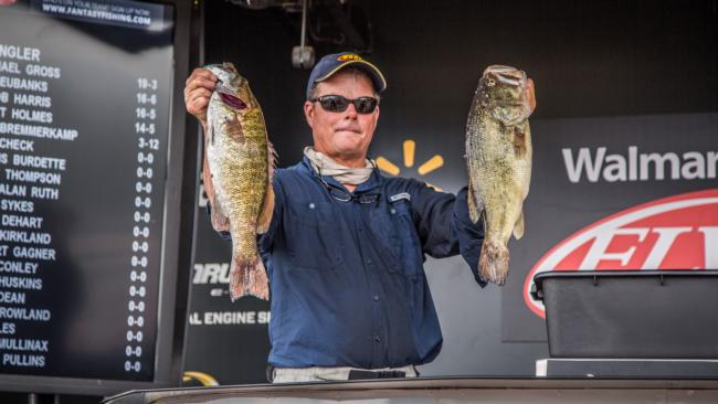 /news/2015-06-18-padgett-takes-lead-walmart-bfl-all-american-tournament-on-kentucky-lake