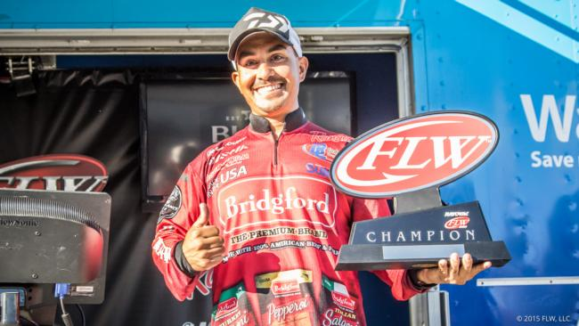 /news/2015-10-17-uribe-wins-rayovac-flw-series-western-division-finale-aoy-title-on-clear-lake