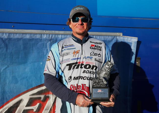 /news/2015-10-19-anderson-wins-walmart-bass-fishing-league-regional-tournament-on-kentucky-and-barkley-lakes-presented-by-lowrance
