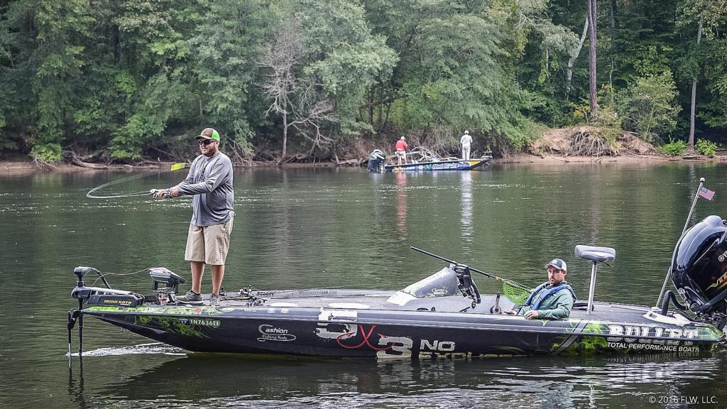 Lake norman top 5 patterns day 2 flw fishing articles for Lake norman bass fishing